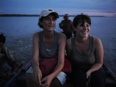 Brigitte et Fanny, retour à Tamshiyacu avec le radeau