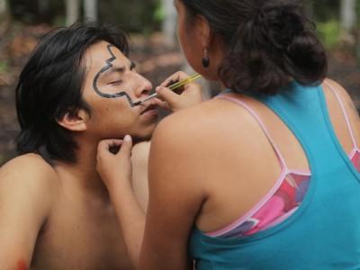 Jenny peint le visage de Nestor